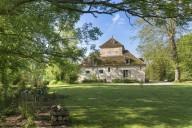 Pigeonnier-Colbert-Gite-Rouvray-89-Bourgogne-Charme-Jardin
